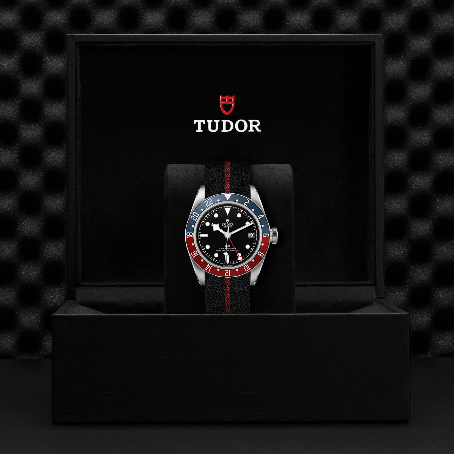 TUDOR Black Bay GMT M79830RB 0003 Presentation
