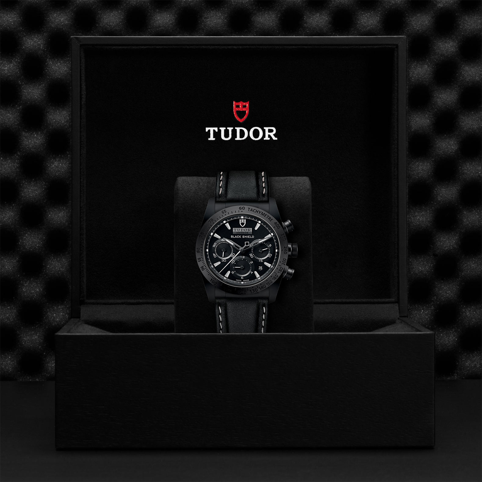 TUDOR Fastrider Black Shield M42000CN 0017 Presentation