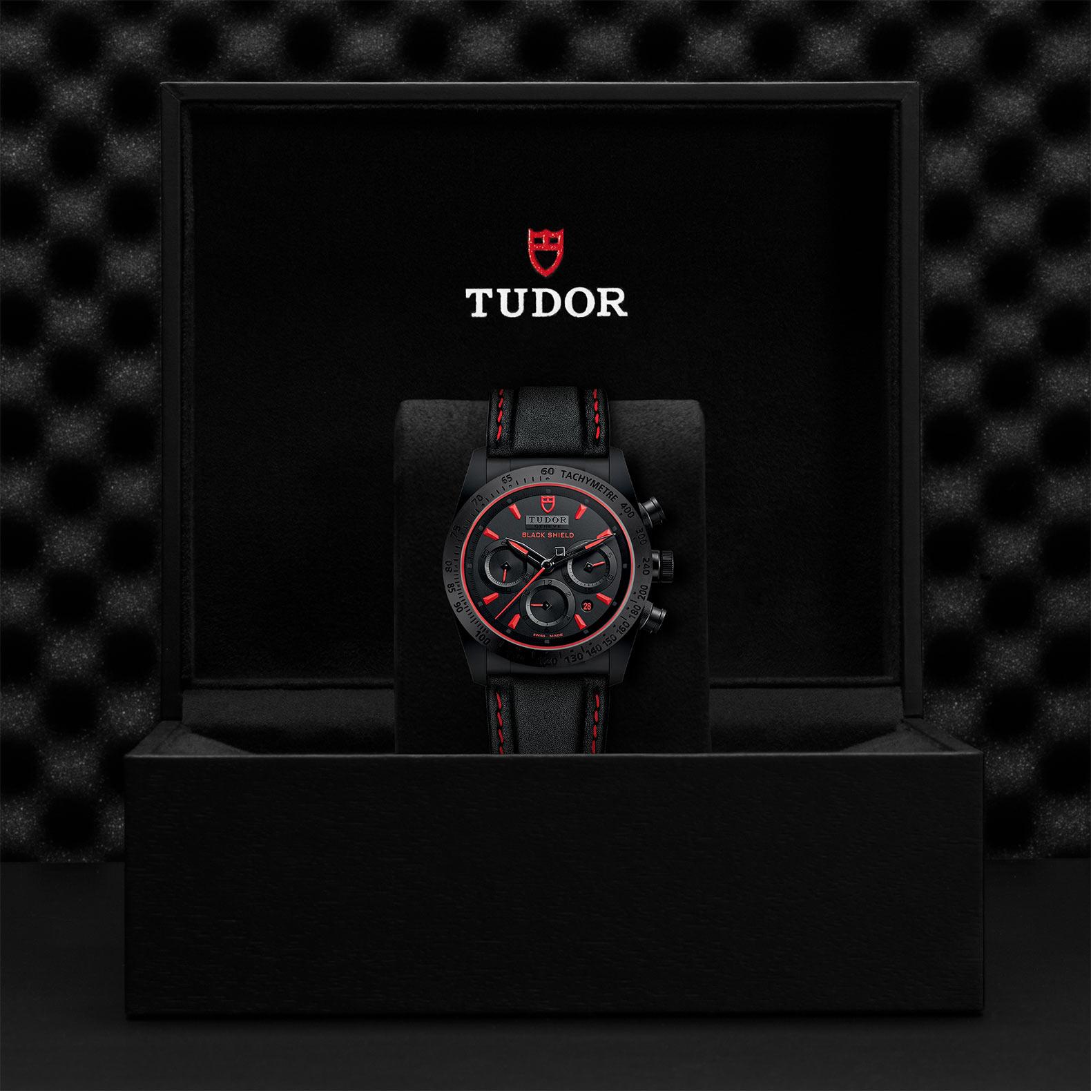 TUDOR Fastrider Black Shield M42000CR 0002 Presentation