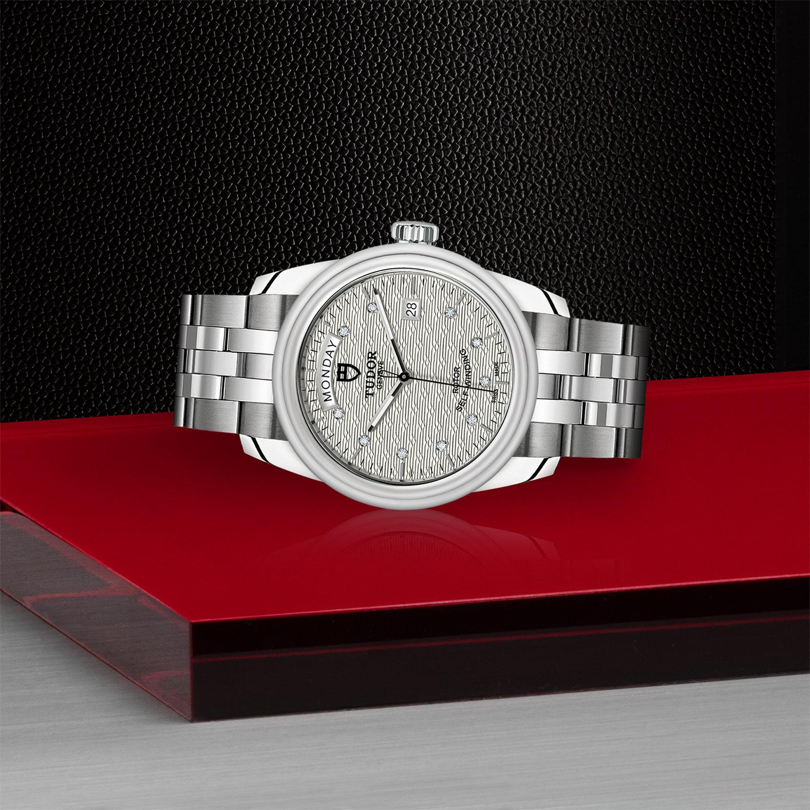 TUDOR Glamour Date Day M56000 0004 Layingdown