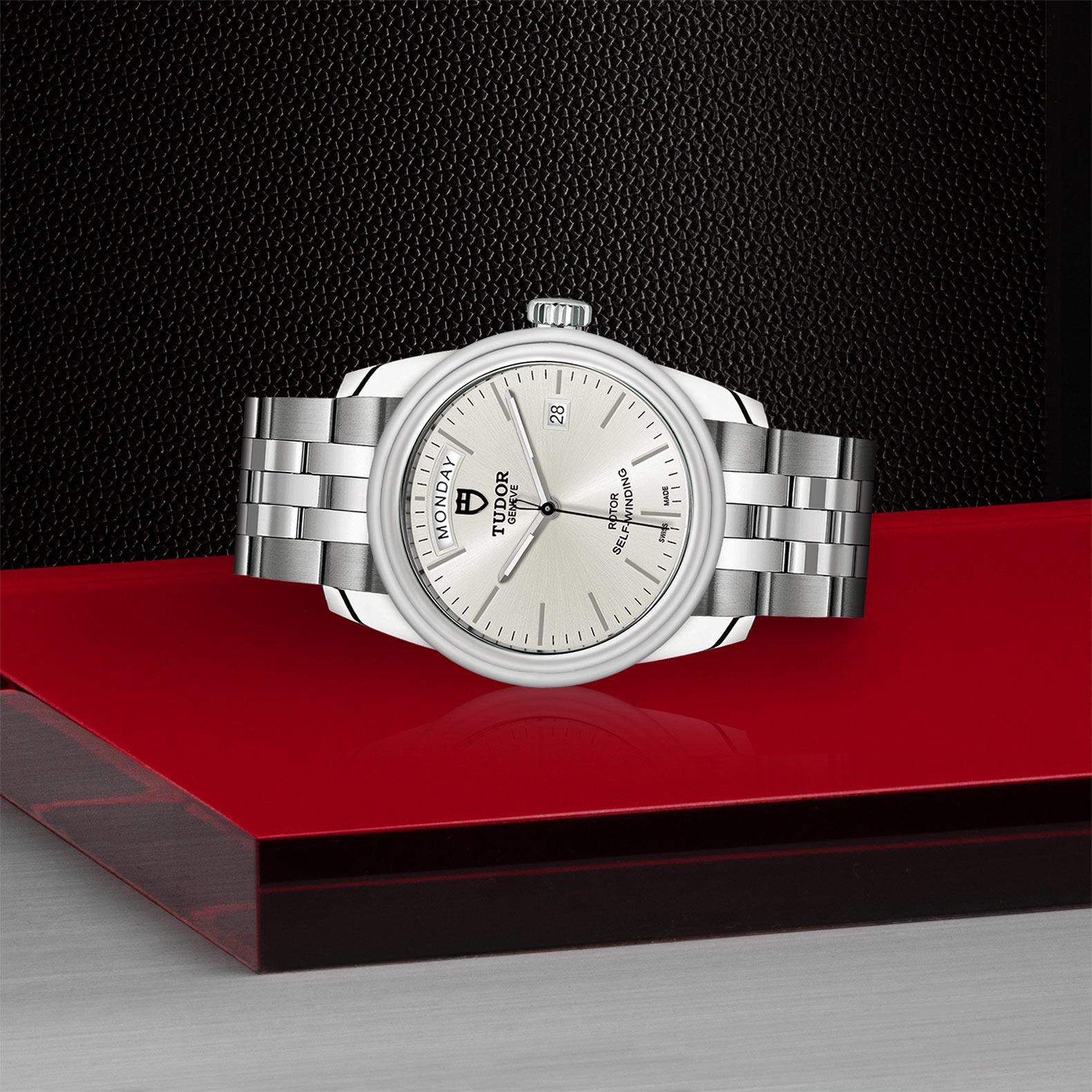 TUDOR Glamour Date Day M56000 0005 Layingdown