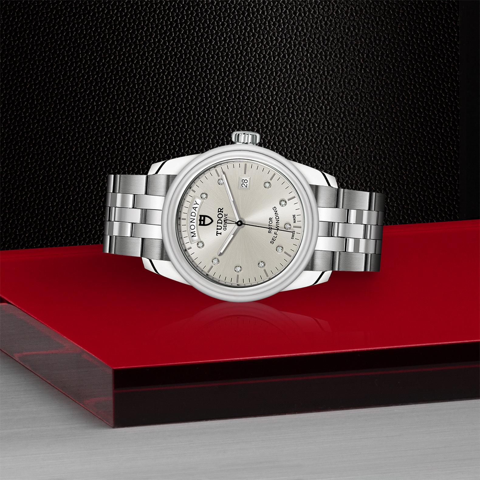 TUDOR Glamour Date Day M56000 0006 Layingdown