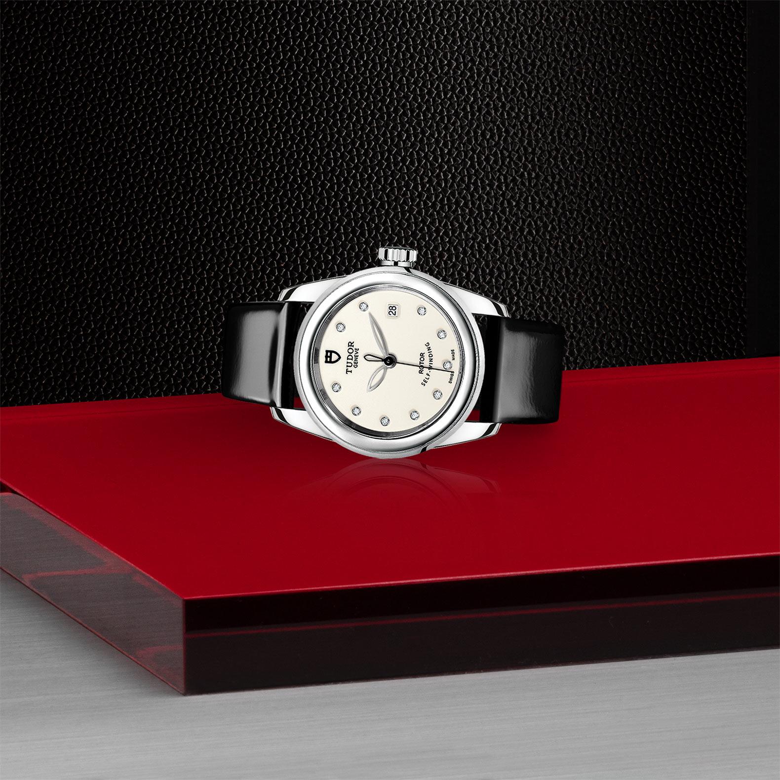 TUDOR Glamour Date M51000 0030 Layingdown