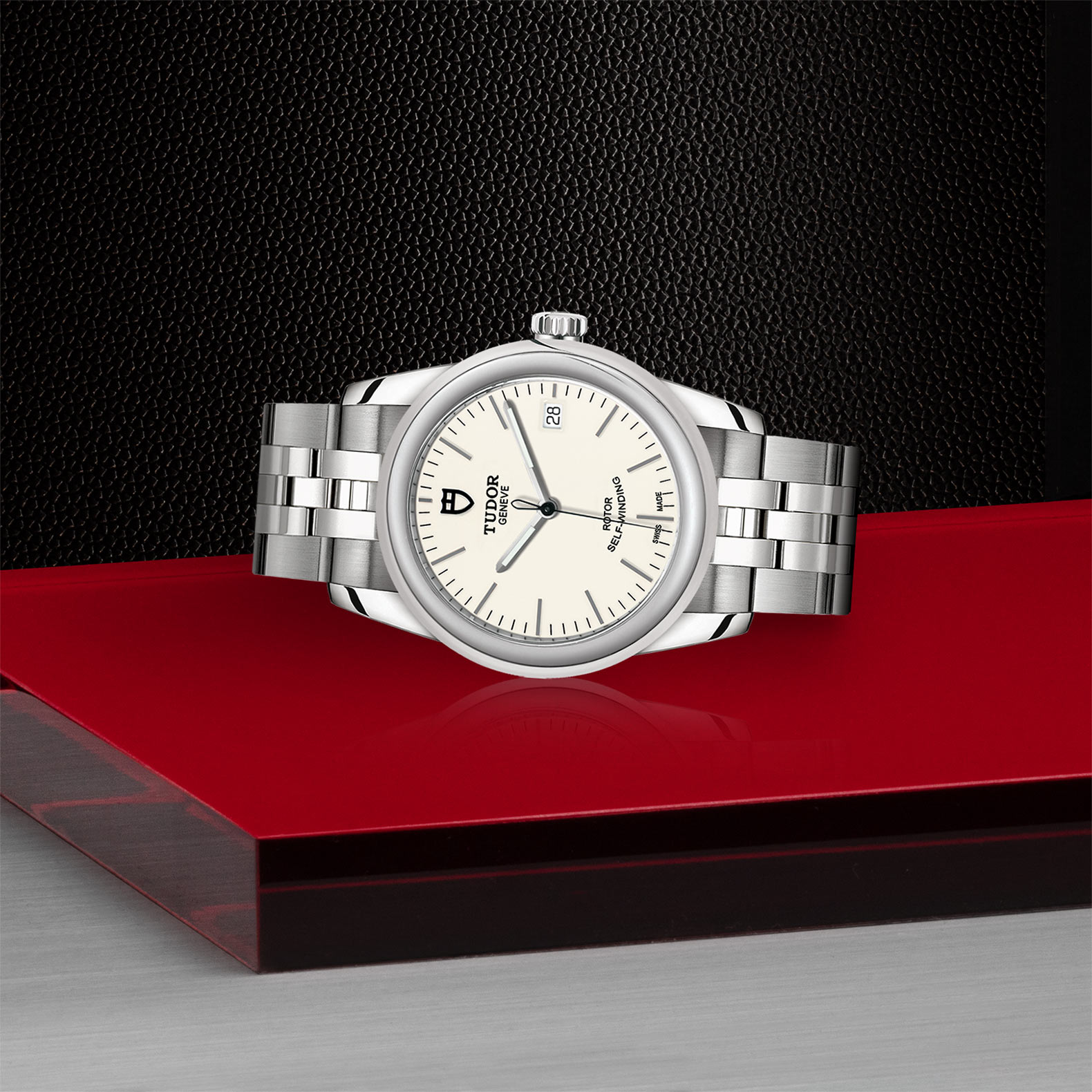 TUDOR Glamour Date M55000 0103 Layingdown