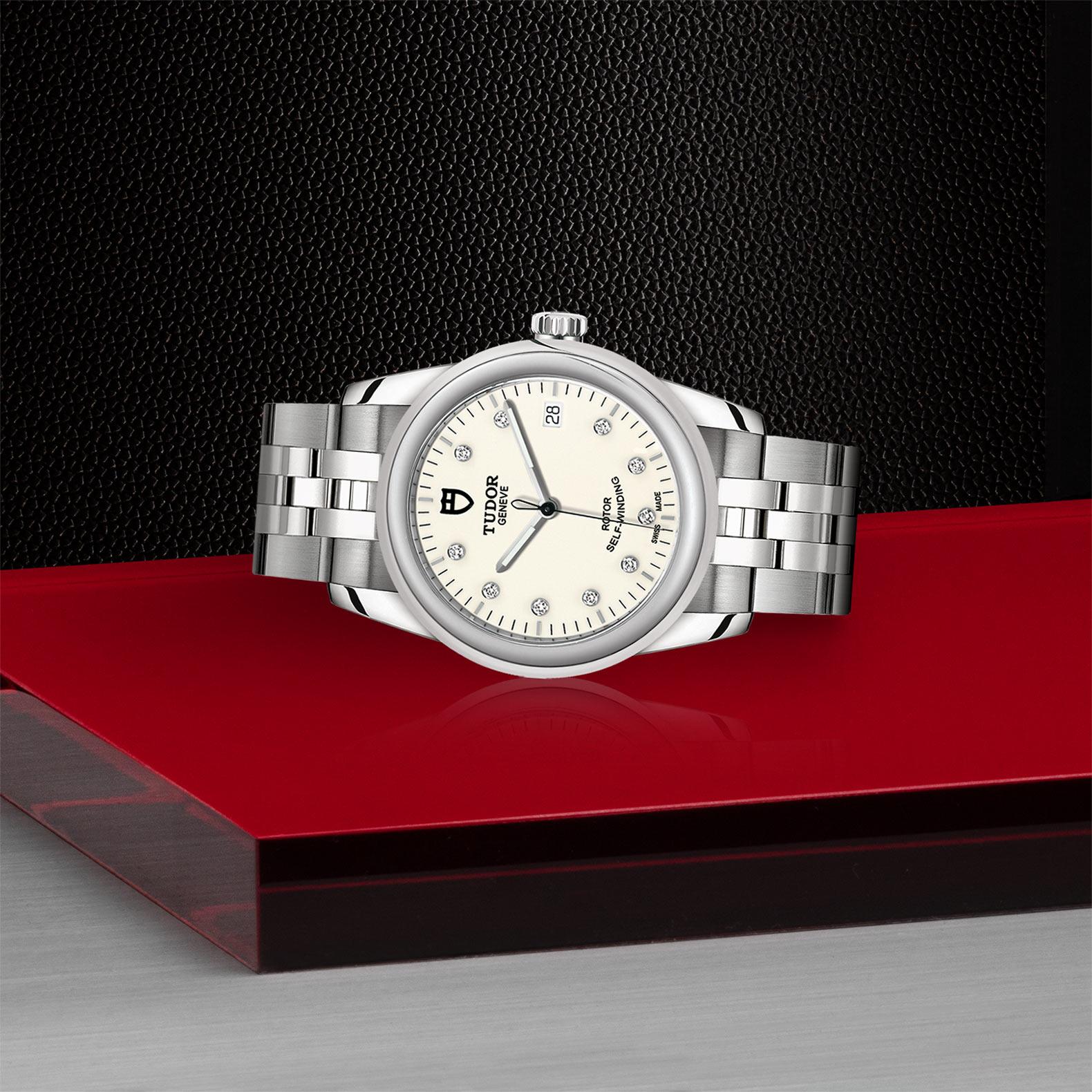 TUDOR Glamour Date M55000 0104 Layingdown