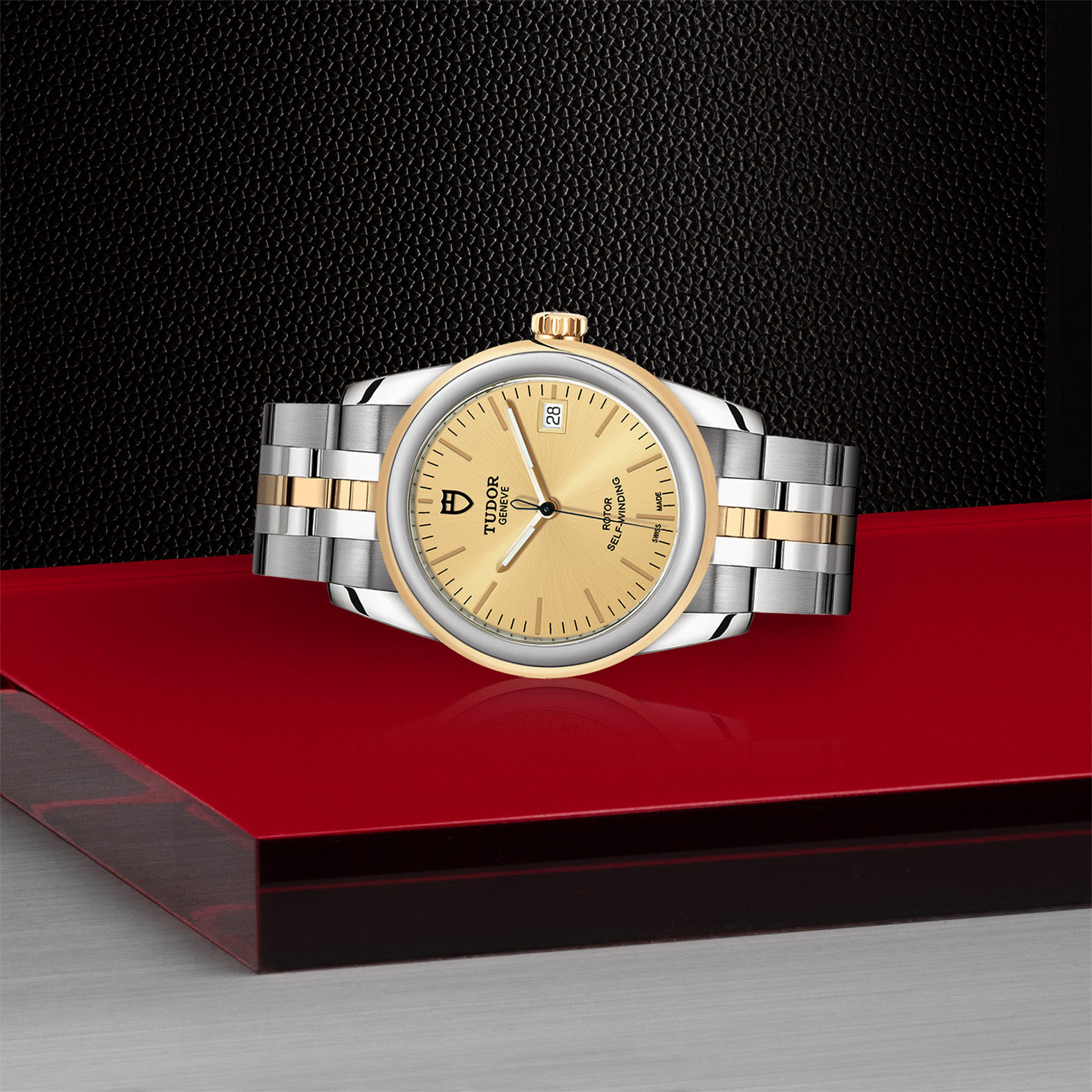 TUDOR Glamour Date M55003 0005 Layingdown