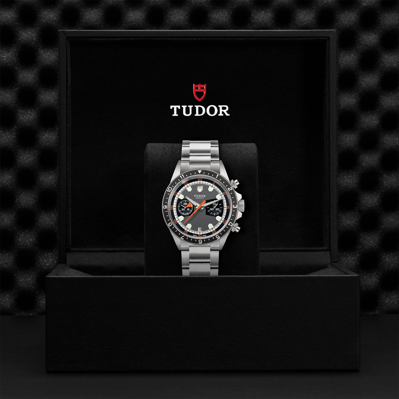 TUDOR Heritage Chrono M70330N 0006 Presentation