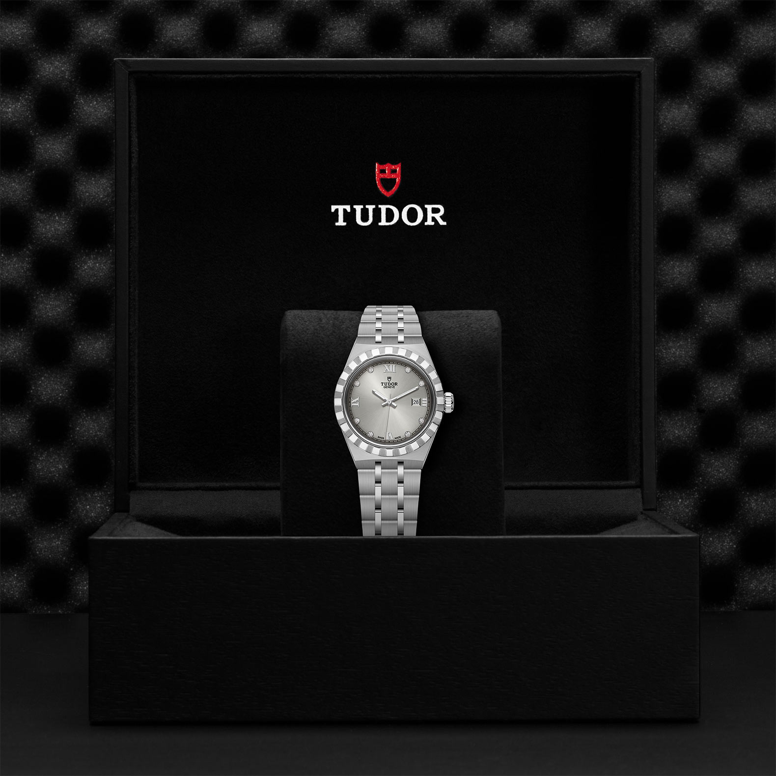 TUDOR Royal M28300 0002 Presentation