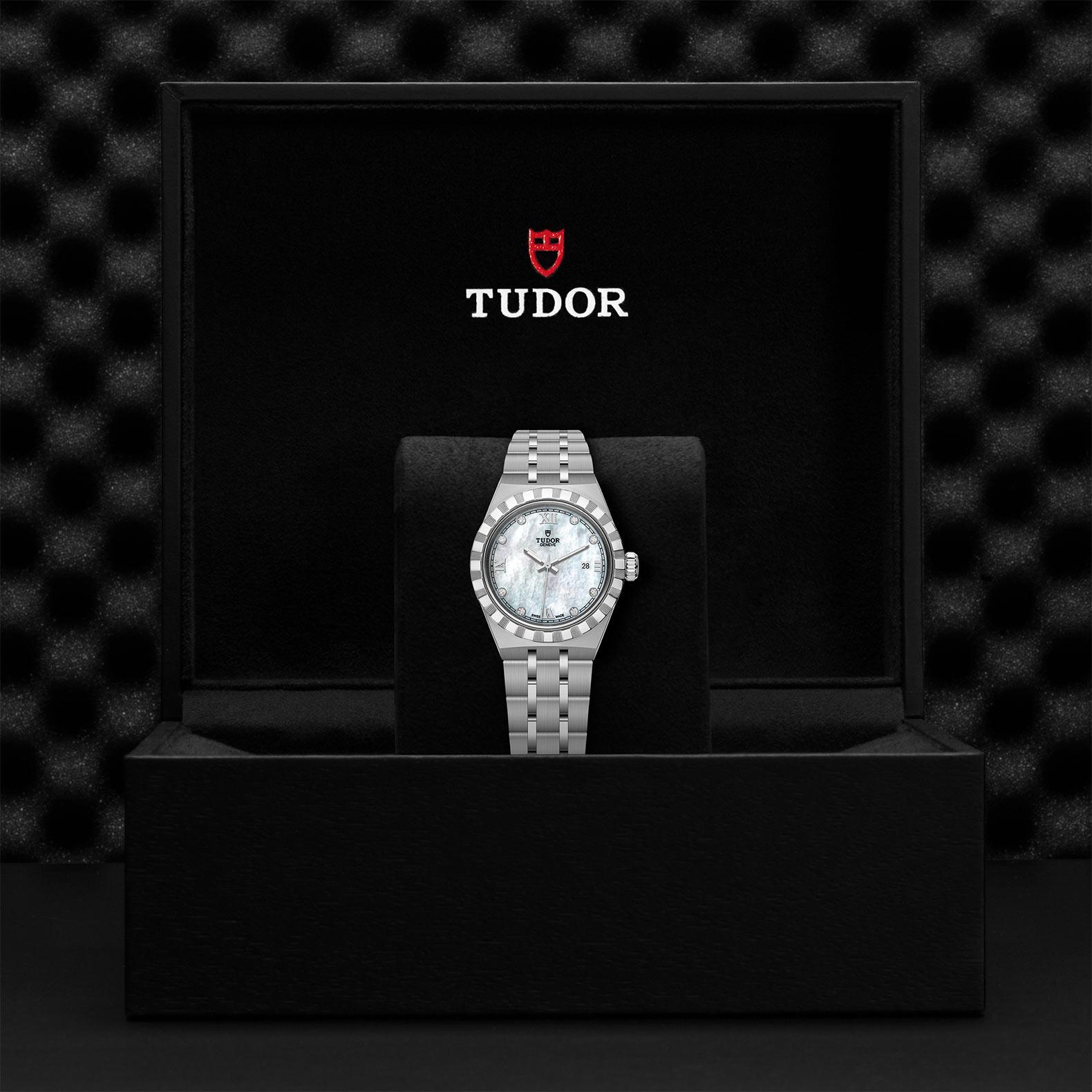 TUDOR Royal M28300 0005 Presentation