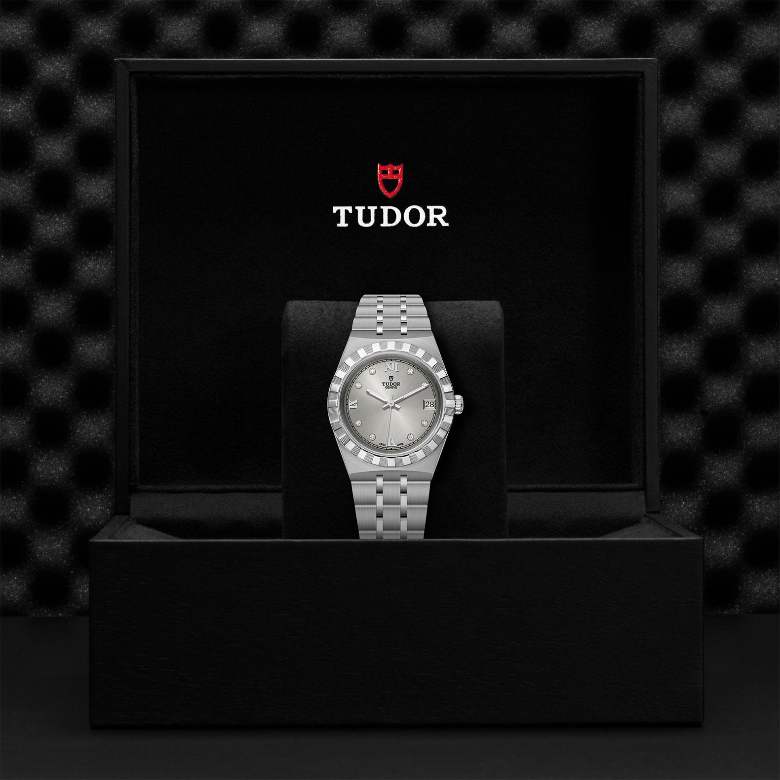 TUDOR Royal M28400 0002 Presentation