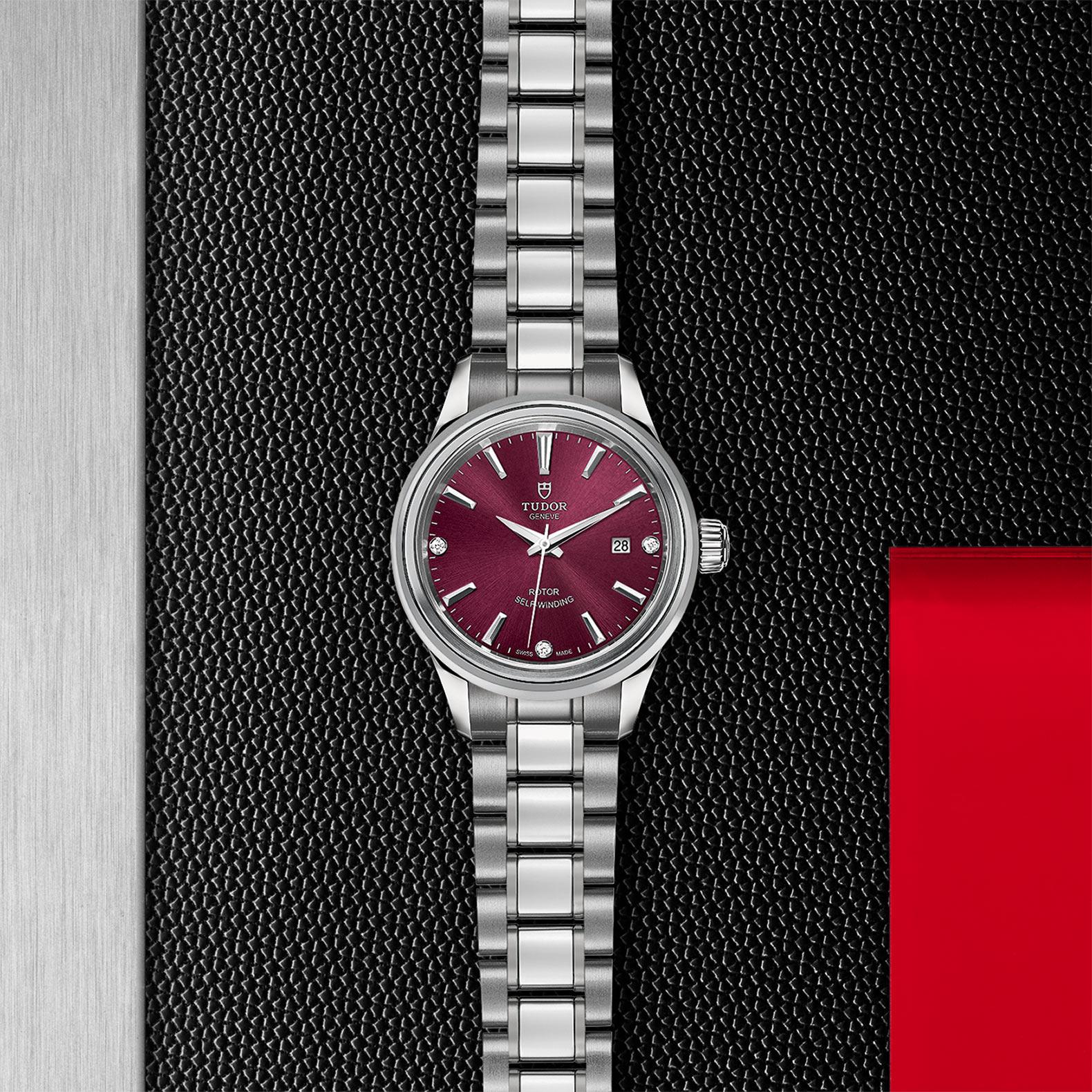 TUDOR Style M12100 0015 Flatlay