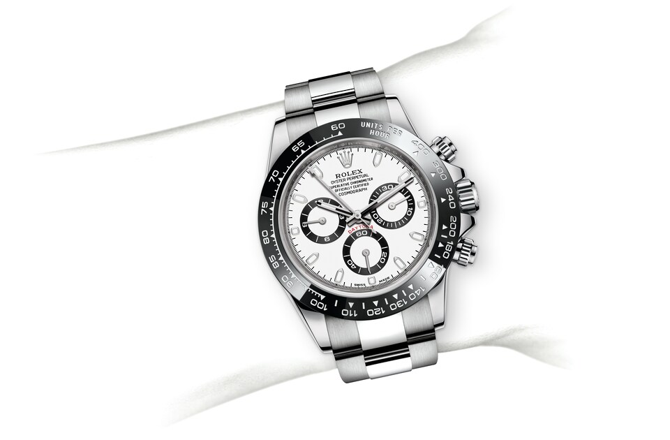 m116500ln 0001 modelpage on wrist landscape