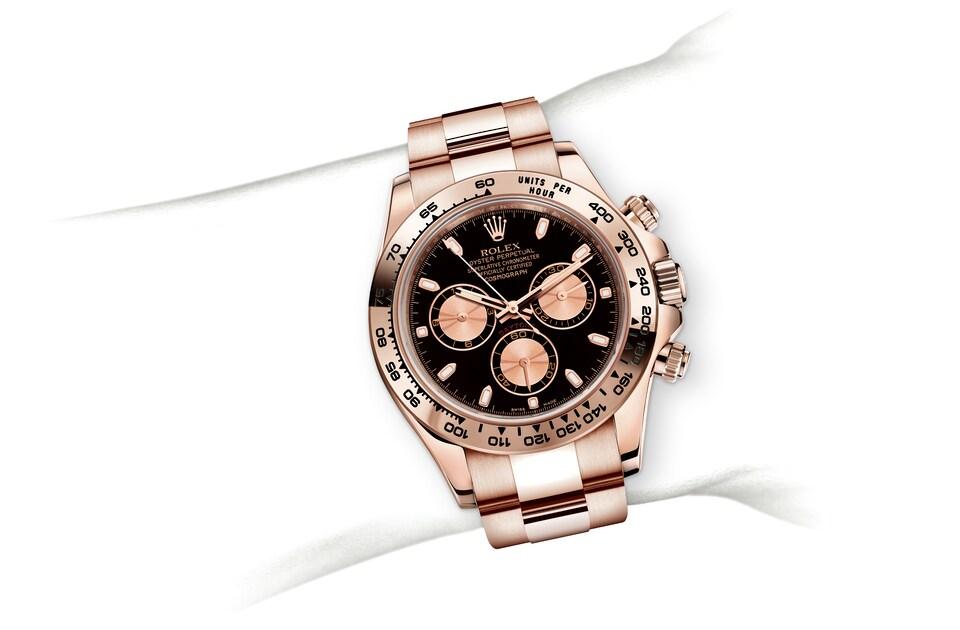 m116505 0008 modelpage on wrist landscape