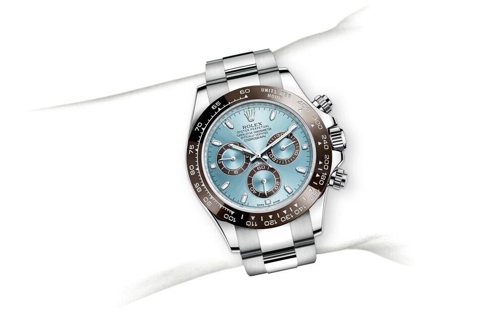 m116506 0001 modelpage on wrist landscape