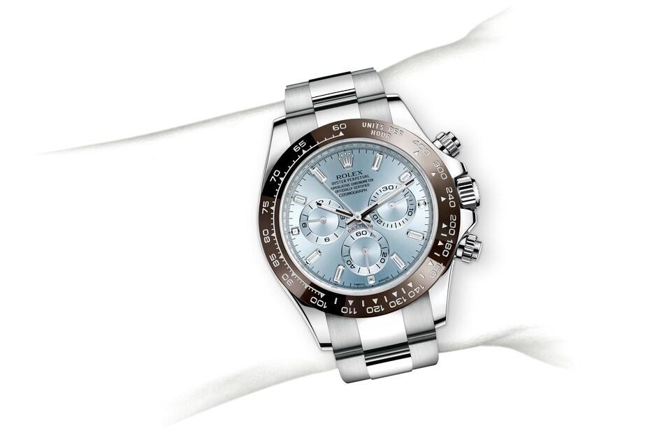 m116506 0002 modelpage on wrist landscape