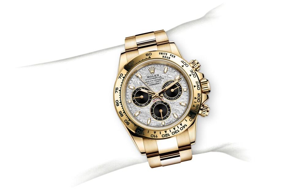 m116508 0015 modelpage on wrist landscape