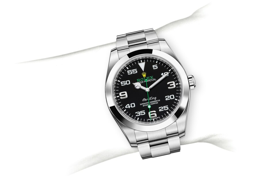 m116900 0001 modelpage on wrist landscape