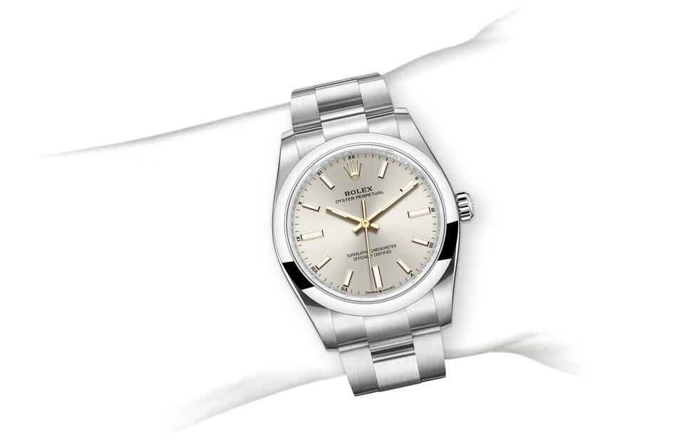 m124200 0001 modelpage on wrist landscape