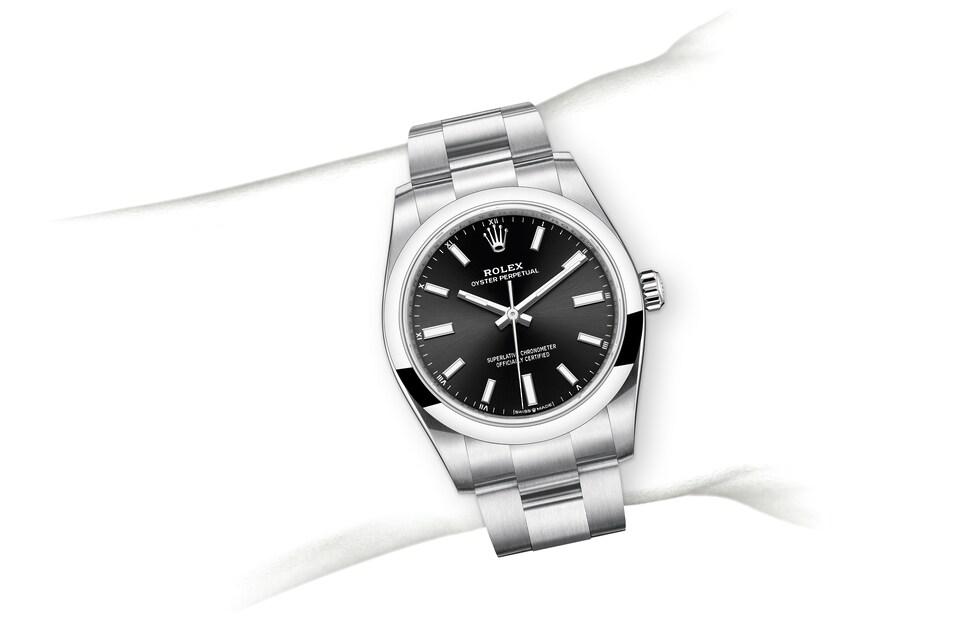 m124200 0002 modelpage on wrist landscape