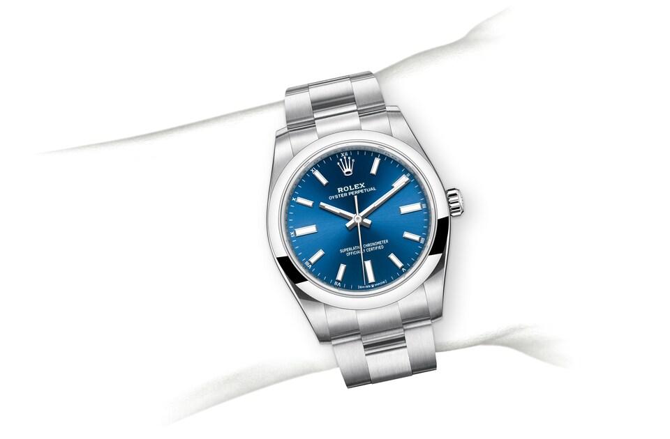 m124200 0003 modelpage on wrist landscape