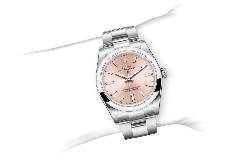 m124200 0004 modelpage on wrist landscape