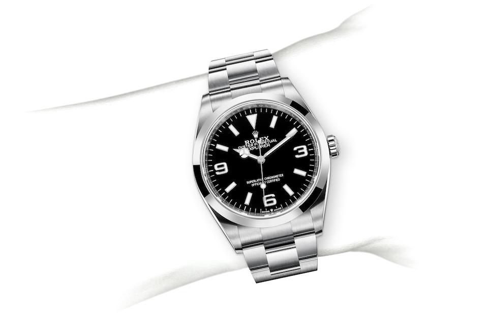 m124270 0001 modelpage on wrist landscape
