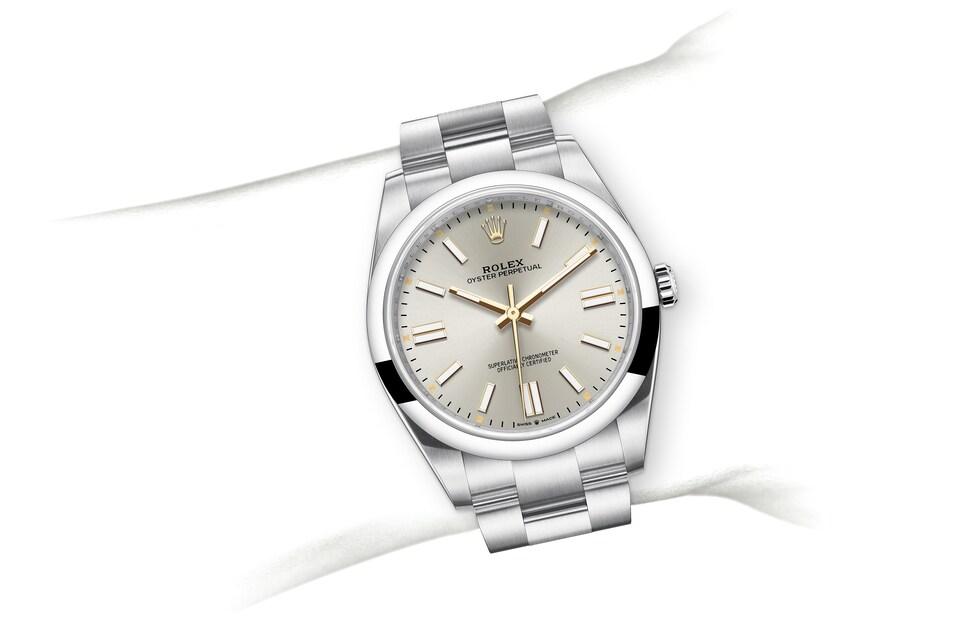 m124300 0001 modelpage on wrist landscape