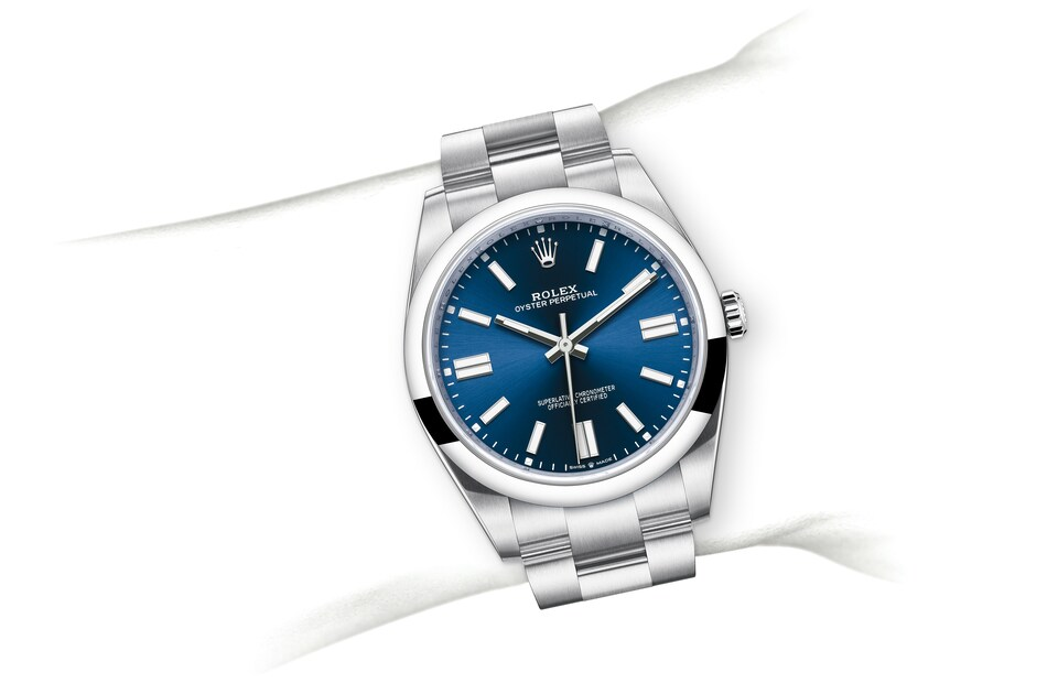 m124300 0003 modelpage on wrist landscape