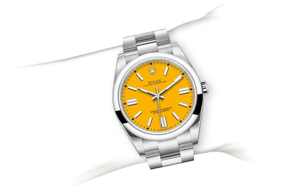 m124300 0004 modelpage on wrist landscape