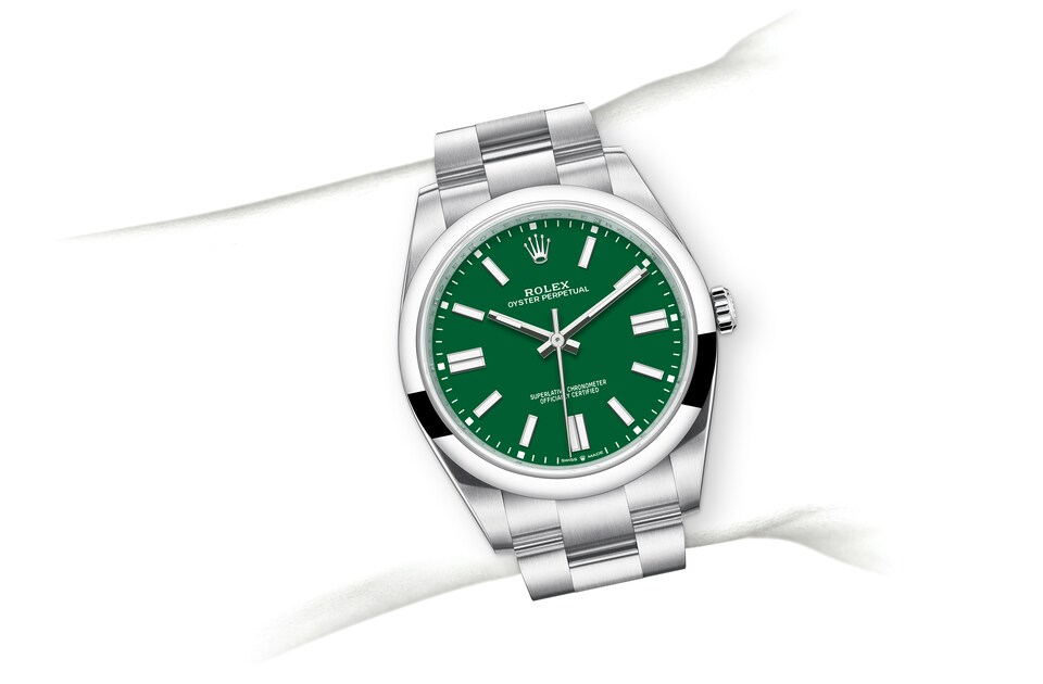 m124300 0005 modelpage on wrist landscape