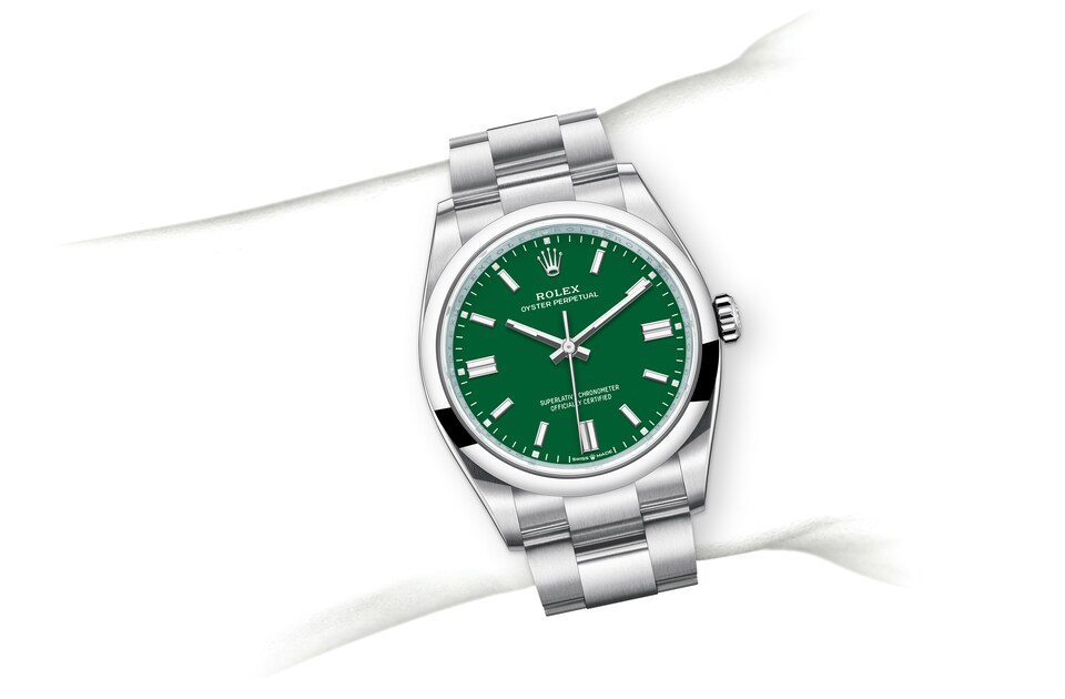 m126000 0005 modelpage on wrist landscape