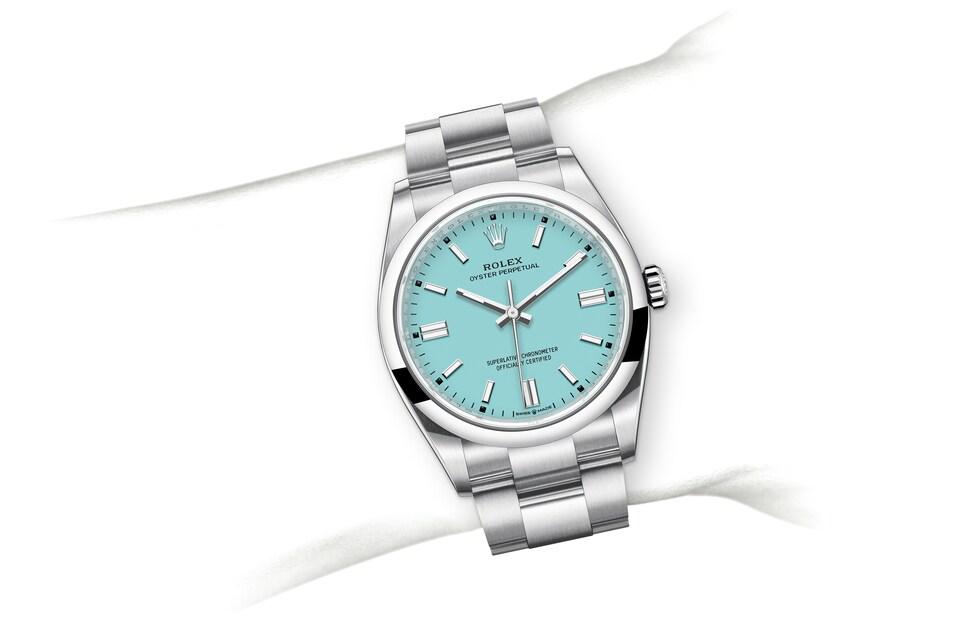 m126000 0006 modelpage on wrist landscape