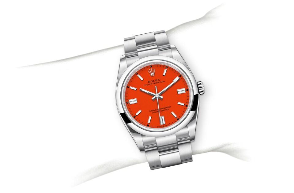 m126000 0007 modelpage on wrist landscape