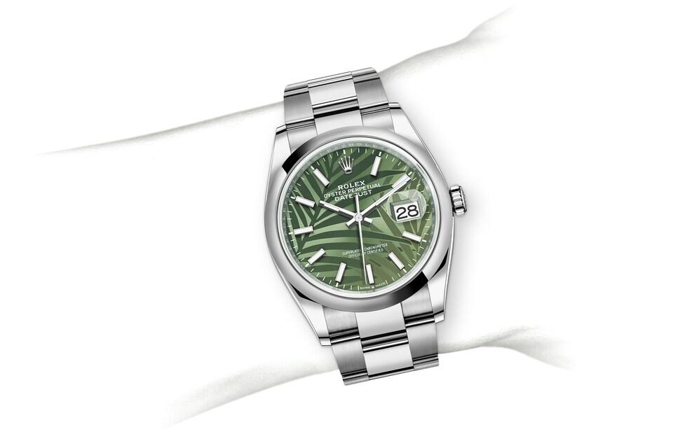 m126200 0020 modelpage on wrist landscape
