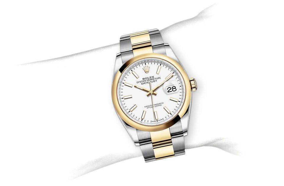 m126203 0020 modelpage on wrist landscape