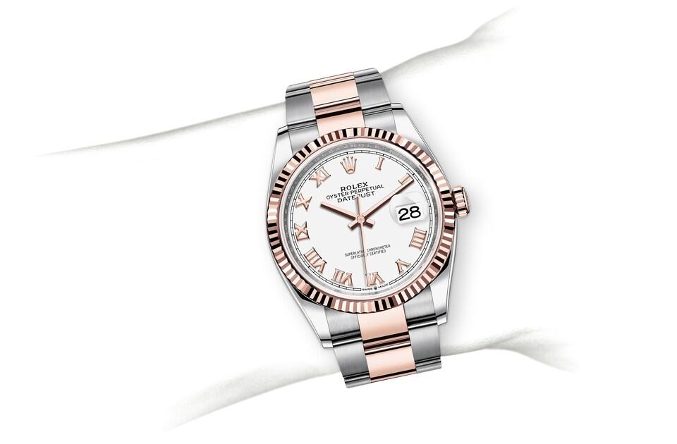 m126231 0016 modelpage on wrist landscape