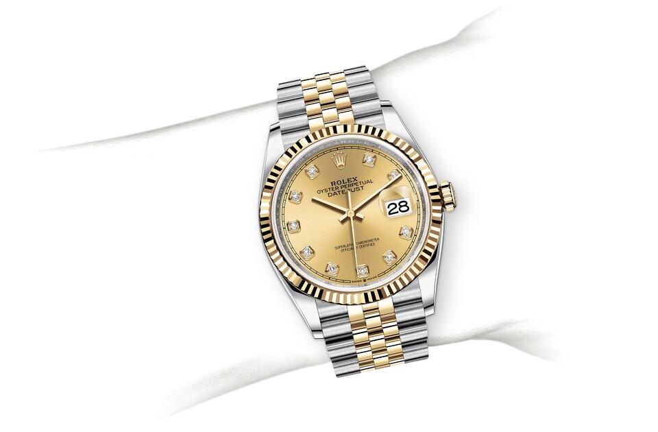 m126233 0017 modelpage on wrist landscape