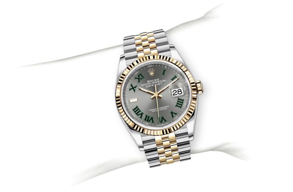 m126233 0035 modelpage on wrist landscape
