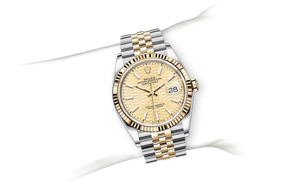 m126233 0039 modelpage on wrist landscape