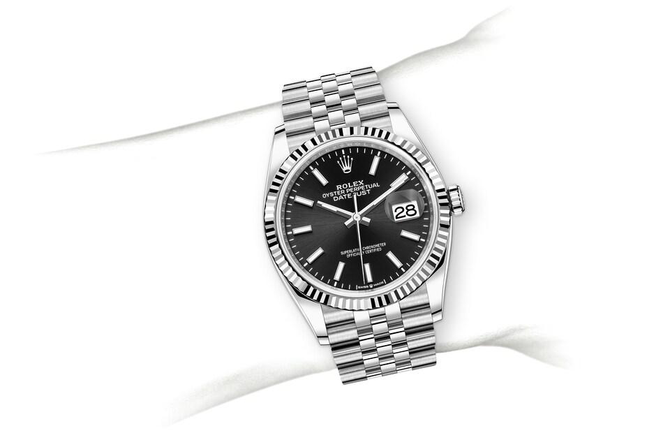 m126234 0015 modelpage on wrist landscape
