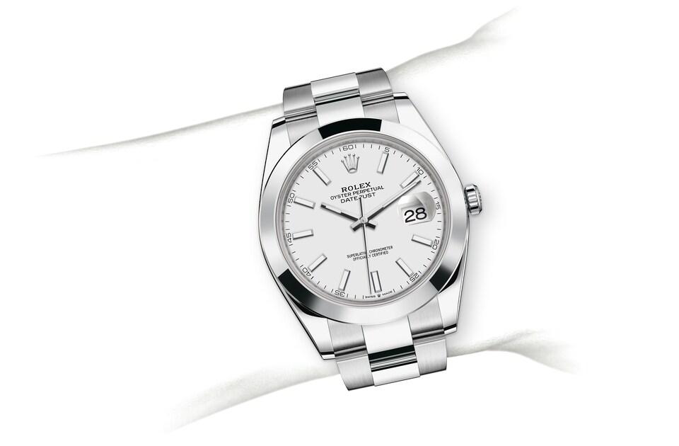 m126300 0005 modelpage on wrist landscape