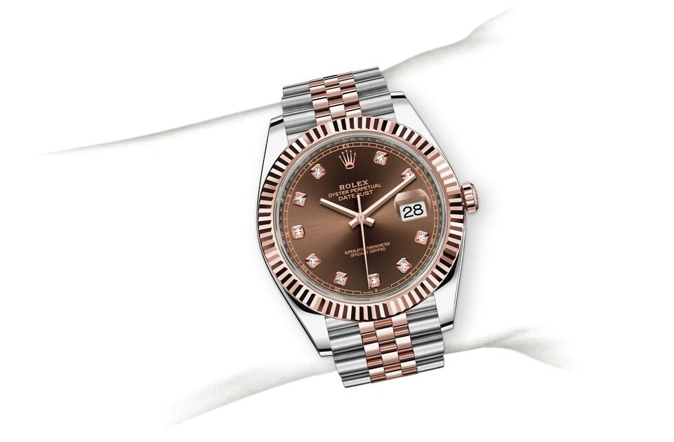 m126331 0004 modelpage on wrist landscape