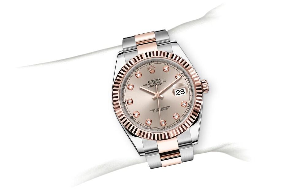 m126331 0007 modelpage on wrist landscape