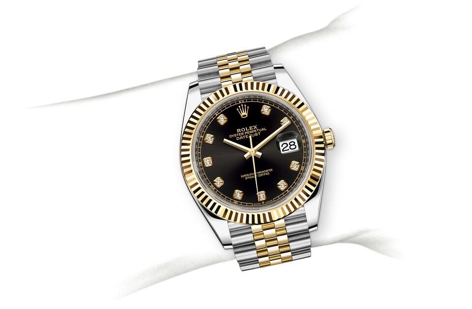 m126333 0006 modelpage on wrist landscape