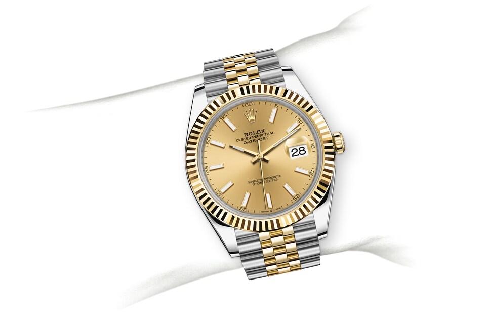 m126333 0010 modelpage on wrist landscape