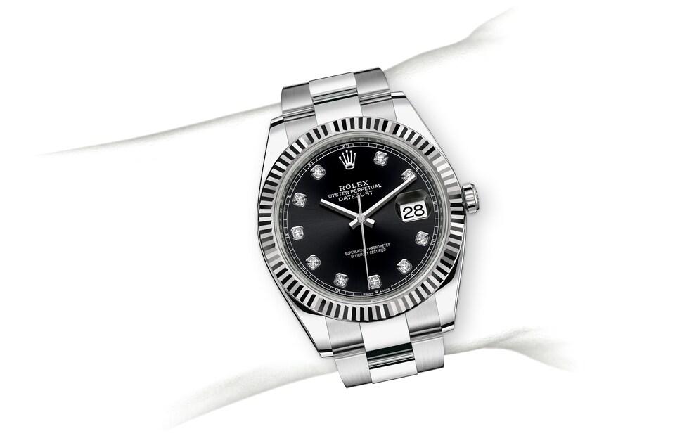m126334 0011 modelpage on wrist landscape