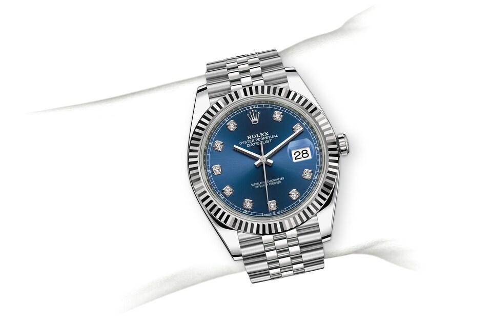 m126334 0016 modelpage on wrist landscape