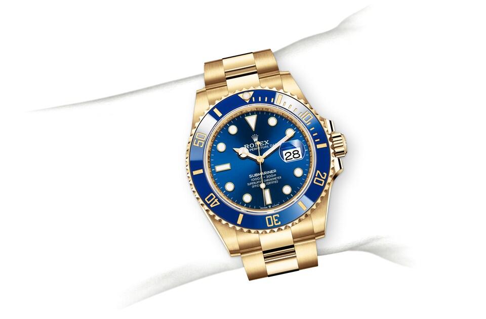 m126618lb 0002 modelpage on wrist landscape