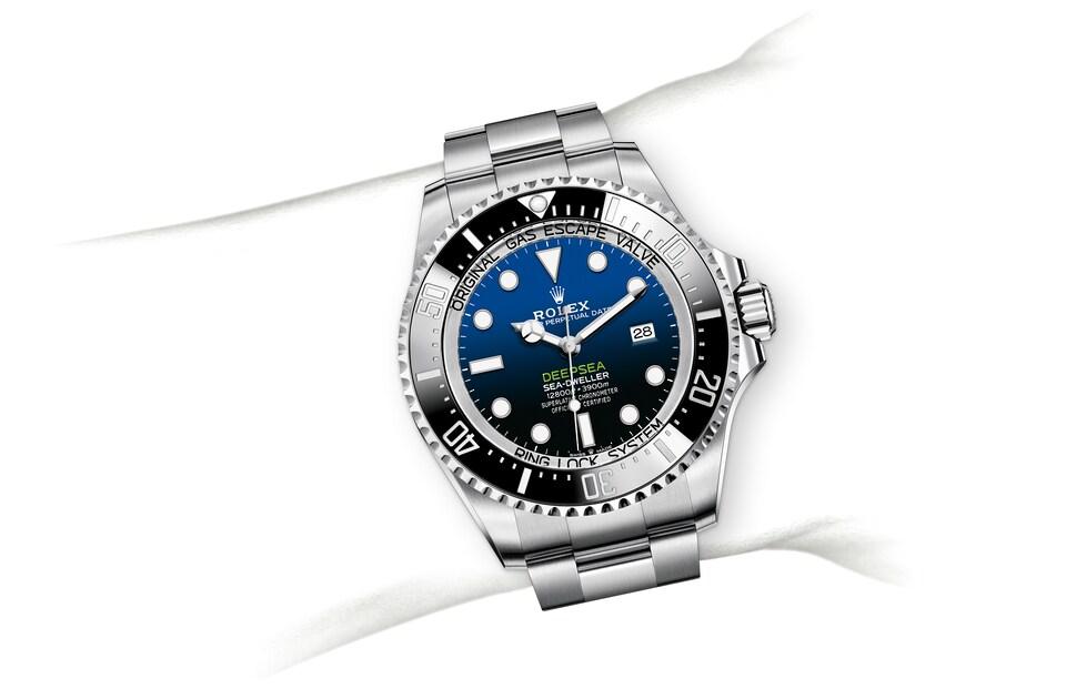 m126660 0002 modelpage on wrist landscape