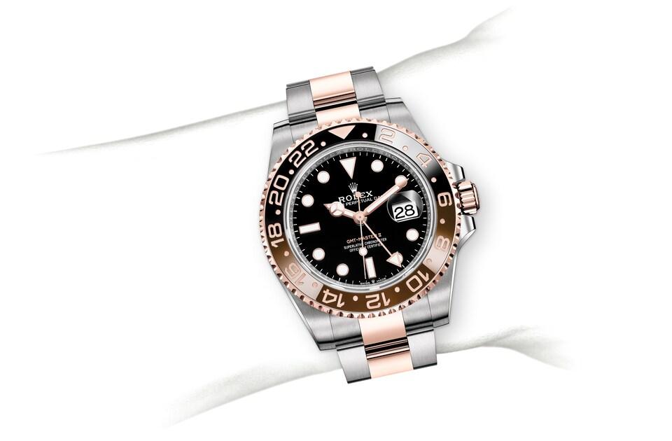 m126711chnr 0002 modelpage on wrist landscape